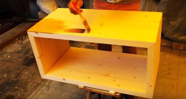 Обработка тумбы защитным составом