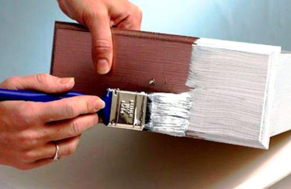 Первым слоем можно нанести белую краску, следующий же слой делается уже цветным