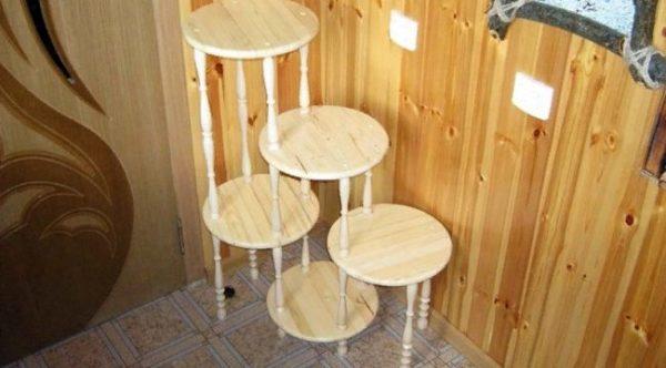 Полка-этажерка для нескольких горшков