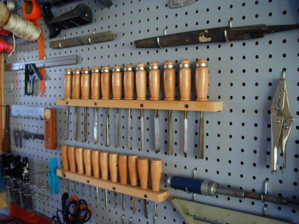 Пример хранения отверток и других часто используемых небольших инструментов