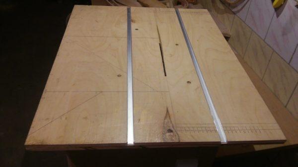 Пример стола для циркулярной пилы, установлены металлические профили