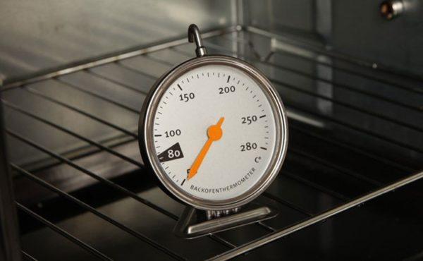 Приобретите термометр для духовки, если встроенного не предусмотрено
