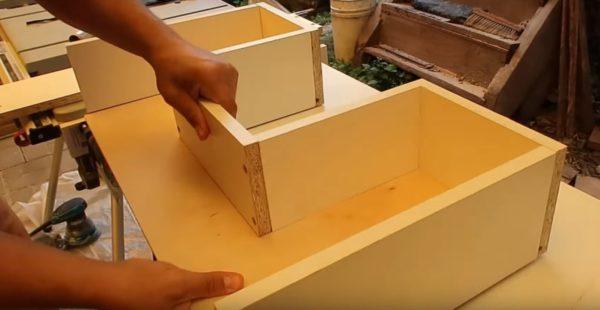 Процесс сборки ящика