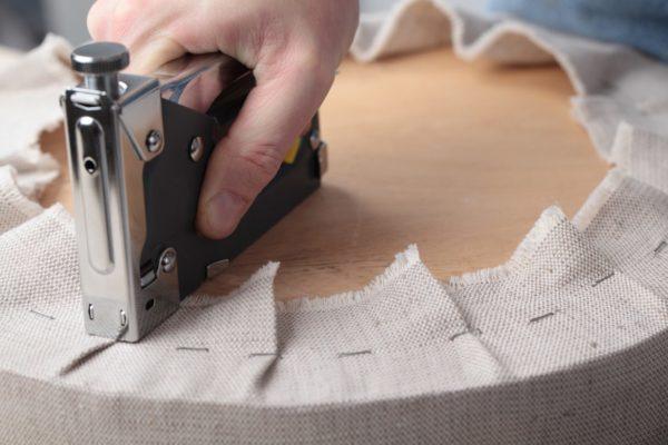 Ручной степлер прост в использовании и уходе