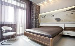 Спальня с балконом или лоджией