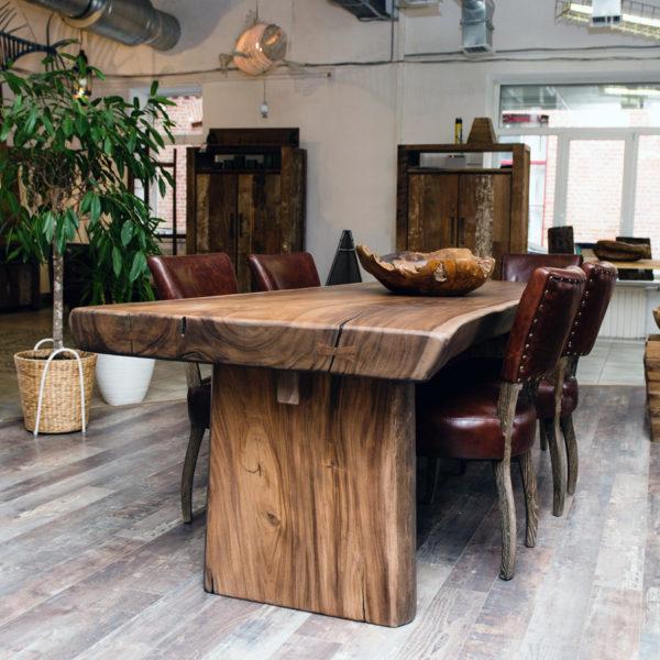 Выбирая мебель из массива, нужно придерживаться оптимального микроклимата в помещении