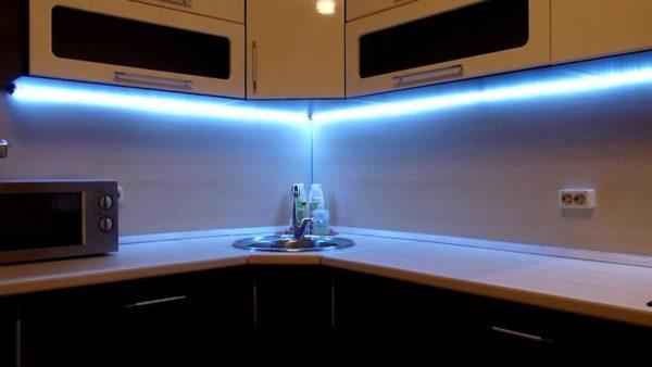 Светодиодная лента на кухню под шкафы