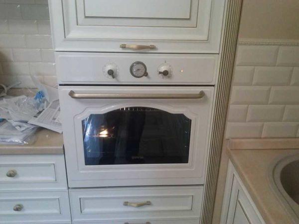 В конце совершается пробный запуск духовки
