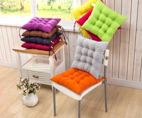 В отличие от предметов мебели, текстильные вещички можно менять хоть каждый месяц