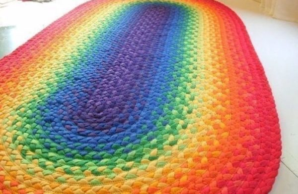 Яркий радужный коврик