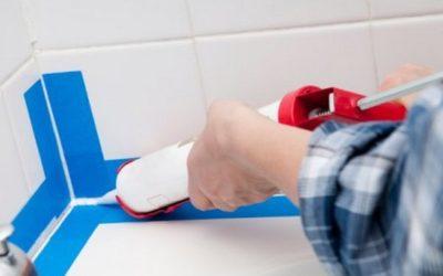 Герметики довольно часто используются в ванных комнатах для заделки стыков, так как они влагоустойчивы