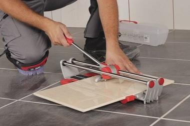 В работе с плиткой обязательно потребуется плиткорез