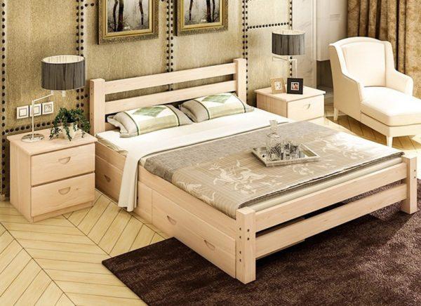 Кровати из массива сосны могут иметь большое вес