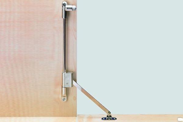 При помощи барных кронштейнов оснастить можно не только кухню, но также и различные стенки, например, хранилище для обуви