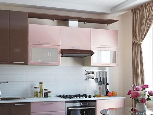 Встроенные вытяжки отлично вписываются в интерьер кухни