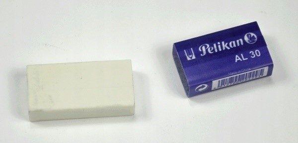Самый обычный школьный ластик - отличное средство для удаления клея от скотча