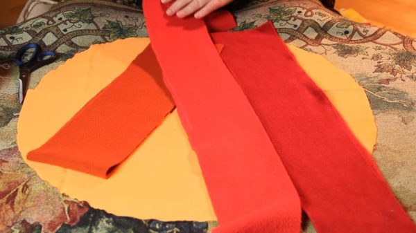 Материал для коврика - старые флисовые шарфы, 6 штук