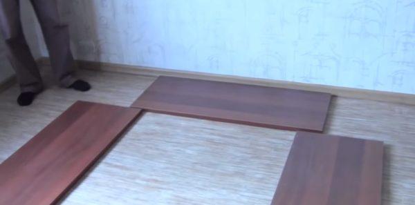 Детали шкафа разложены перед сборкой