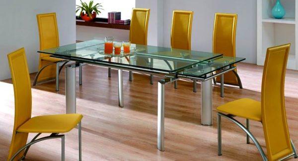 Раздвижной стеклянный стол – редкая, но эстетичная конструкция
