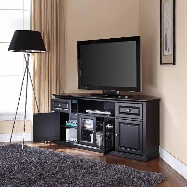 Иногда замысловатая тумбочка под телевизор может стать самым настоящим центром помещения