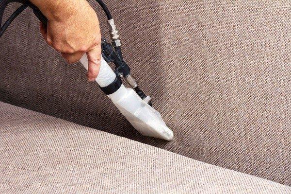 Со временем обивка и мягкие сегменты внутреннего наполнения дивана вбирают в себя огромное количество различной пыли, которая становится наиболее благоприятной средой для развития патогенных микроорганизмов