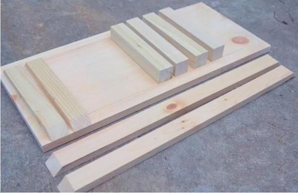 Столешница, заготовки для ножек и «фартука» – составляющие будущего столика для девайса