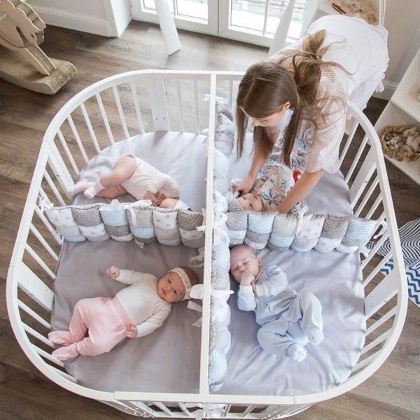 Две кроватки можно собрать в одну, если в семье появились близнецы