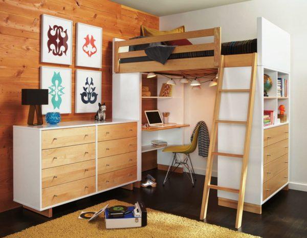 При оборудовании рабочего места под спальным местом необходимо позаботиться о качественном освещении столешницы