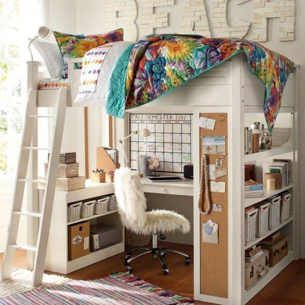 Удобное спальное место можно оборудовать и на втором ярусе