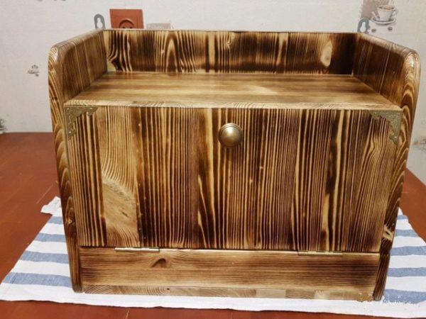 Навесная хлебница из дерева – удобно и практично