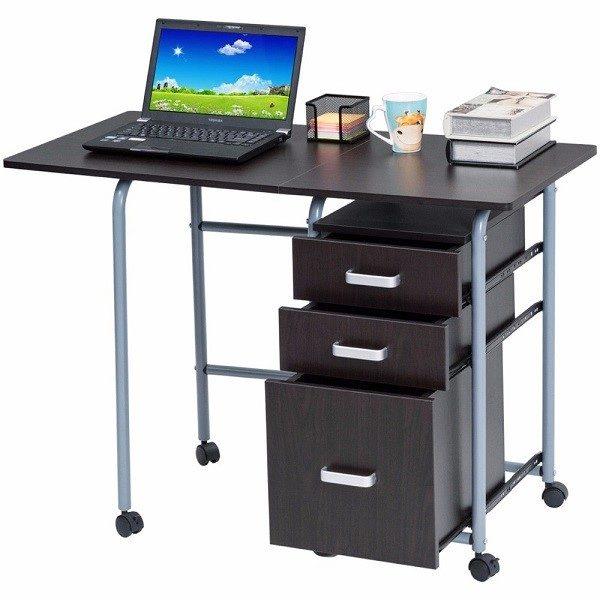 Полноразмерный компьютерный стол занимает достаточно много места