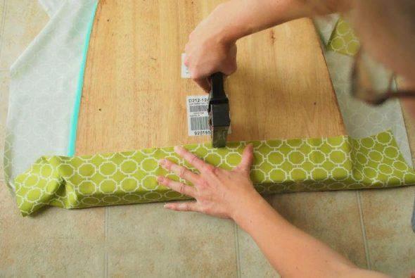 Оставляйте ткани на загибы с запасом – не меньше пяти сантиметров