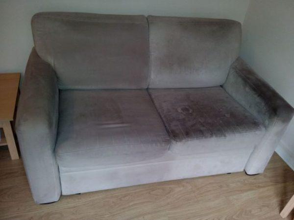 Засаленный диван чистится особым образом