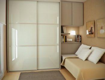 Экономия пространства при помощи встроенной мебели