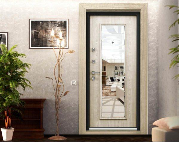 Зеркало входной двери с филенками