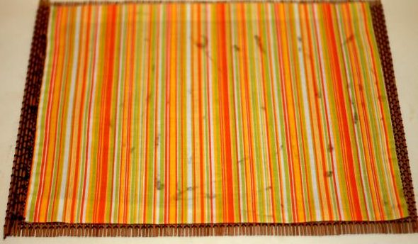 На большую часть салфетки клеится ткань – она будет соответствовать внутренней части