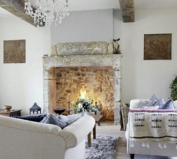 Камин в прованском стиле создан для романтиков и любителей старины