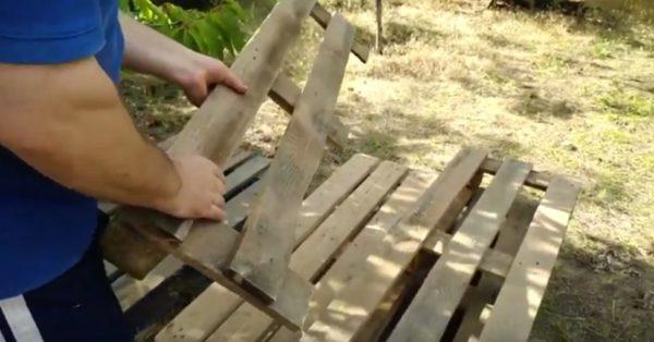 Шаг 1. Часть поддона пойдет на формирование спинки каркаса