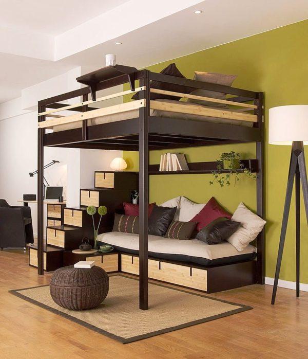Стационарная кровать на 4-х опорах может быть установлена в любом месте помещения