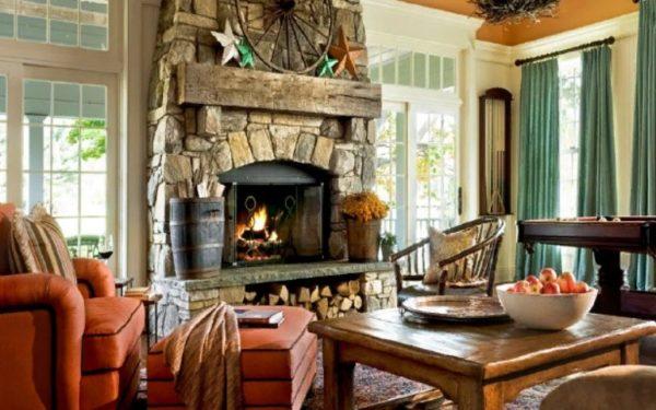 В современных домах камин в интерьере гостиной будет также органичен, как и в старинном замке