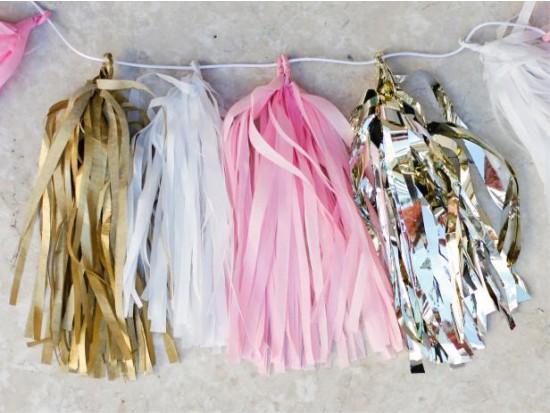 Бумажные кисточки на гирлянде