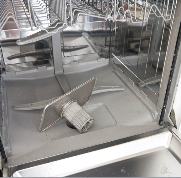 Чистка сетчатого фильтра посудомоечной машины