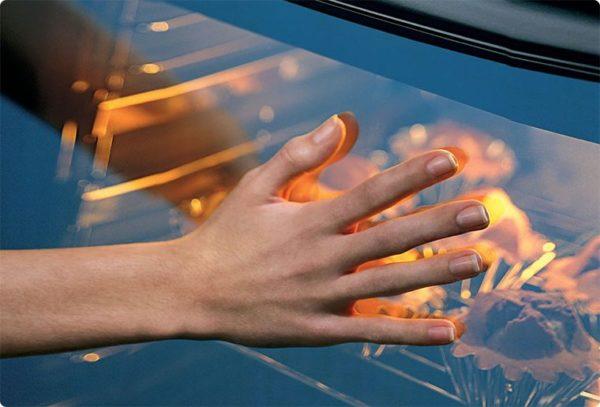 Дополнительную защиту гарантирует специальное теплоотражающее стекло