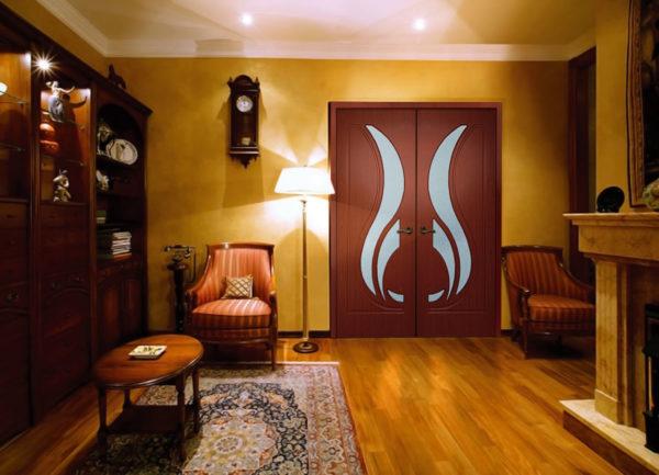 Фото межкомнатных дверей из дерева в интерьере