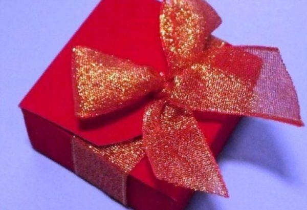 Красивая подарочная коробочка