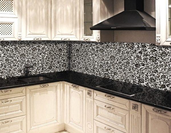 Кухонные фартуки из пластика не отличаются термостойкостью