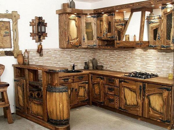 Кухонный гарнитур с барной стойкой из массива, стилизован под старину