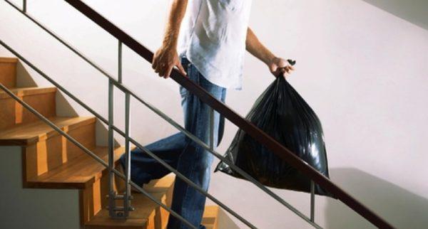 Мешок с осколками стоит сразу же вынести на мусорку
