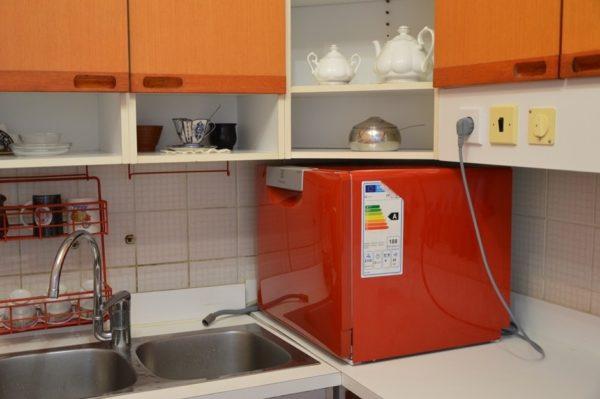 Мини-посудомойка не уступает по функционалу полноразмерным моделям