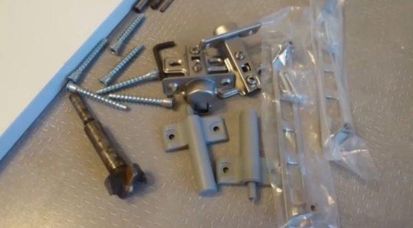 Минимальный набор фурнитуры, требующийся для установки шкафа